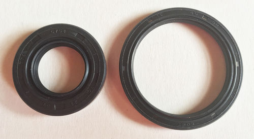 Front Wheel Oil Seal Set - RD03 (1988-89)